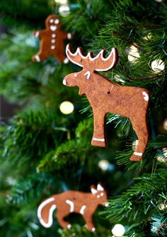 Cinnamon ornaments - and I have IKEA cookie cutters! Christmas Ornaments To Make, Christmas Makes, Winter Christmas, Handmade Christmas, Christmas Holidays, Christmas Decorations, Homemade Decorations, Homemade Ornaments, In China