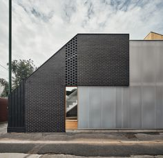 Gallery of Earl Street House / Bloxas - 1 Residential Architecture, Interior Architecture, Interior Design, Construction City, Solid Brick, Polycarbonate Panels, Off Grid Cabin, Boundary Walls, Melbourne House