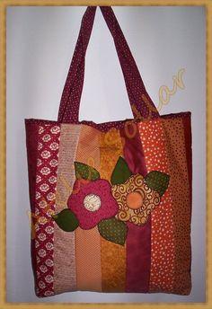 Bolsa em patchwork, confeccionada em tecidos nacionais e importados, 100%…