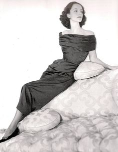 Gloria Guiness in Balenciaga, photographed by Richard Avedon for Vogue US, 1952.