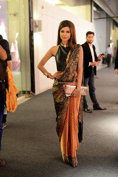 I love her sari!
