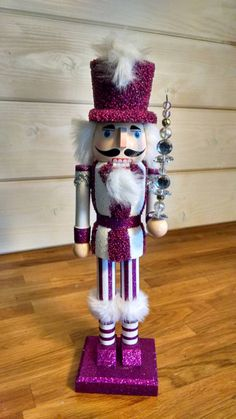 vintage-glitter-and-beads-nutcrackers-by