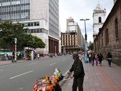 Instantes en Bogotá - al fondo, edificio del diario 'El Tiempo'