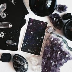 Crystals and Tarot // crystal fairy vibes