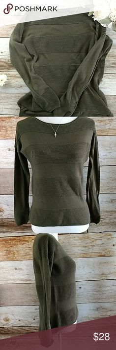 "Romeo and Juliet Couture Sweater Sz Medium Shoulder to side hem is 21"".Sleeve length is 18"".Size Medium. Olive Green Romeo & Juliet Couture Sweaters Crew & Scoop Necks"