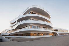 Mit Schwung, via Architektourist