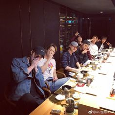 EXO is like a family 💞 Baekhyun, Yixing Exo, Park Chanyeol, Sehun Hot, Exo Ot12, Kaisoo, Chanbaek, Knock Knock, Exo Official