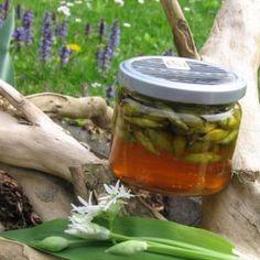 Medvehagyma bimbó capryszerűen Pickles, Cucumber, Mason Jars, Food, Canning Jars, Hoods, Meals, Pickle, Cauliflowers