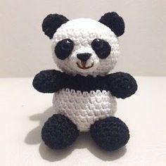 Tutorial gratuito per realizzare un panda amigurumi all'uncinetto handmade con inserti in feltro