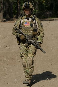 ACE (Delta Force) (Looks right; probably is, but it's always hard to tell with the unit) (note Blue Force Gear 10-Speed Mag Pouches)