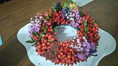 Podzimní věneček 2 Floral Wreath, Wreaths, Home Decor, Floral Crown, Decoration Home, Door Wreaths, Room Decor, Deco Mesh Wreaths, Home Interior Design