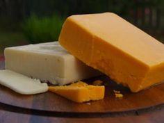 Homemade Cheddar - https://it.pinterest.com/RebaRossetti/dairy-cheese-making/
