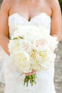 20+ Most Gorgeous Peony Wedding Bouquets Ever! Peony Bridesmaid Bouquet, White Wedding Bouquets, Wedding Flowers, Bridal Bouquets, White Peonies Bouquet, Peonies And Hydrangeas, Bella Wedding, Sustainable Wedding, Geometric Wedding