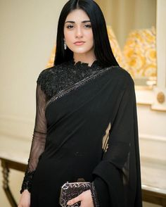 New Photos of Sarah Khan Wearing Saree at Upcoming Drama Set Simple Pakistani Dresses, Pakistani Fashion Casual, Pakistani Models, Indian Fashion Dresses, Dress Indian Style, Pakistani Dress Design, Indian Designer Outfits, Pakistani Actress, Sara Khan Pakistani