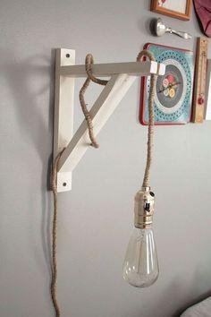 Industrial Vintage DIY Wall Lamp that I could use to help make wine bottle lantern Vintage Diy, Vintage Lamps, Vintage Ideas, Diy Wand, Diy Luz, Luminaria Diy, Diy Luminaire, Decoration Entree, Decoration Piece