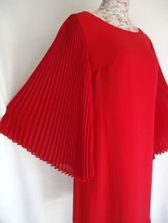 WOMENS ROBBIE BEE RED DRESS FABULOUS SHIFT DRESS WITH WIDE BATWING PLEAT SLEEVES