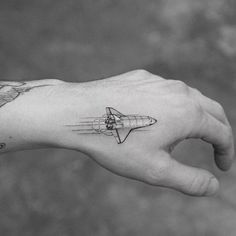 Single needle space shuttle tattoo on the left hand. Small Hand Tattoos, Mini Tattoos, Black Tattoos, Tattoo Small, Chevron Tattoo, Geometric Wolf Tattoo, Abstract Tattoos, Watercolor Tattoos, Abstract Watercolor
