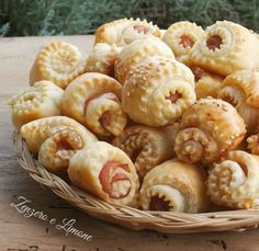 This Category celebrates the finest in quality Italian cuisine and Italian Wines. See our best selection of posts that dive into Italian food and wine! Antipasto, Xmas Food, Snacks, Appetisers, Crepes, Wine Recipes, Finger Foods, Appetizer Recipes, Food Inspiration