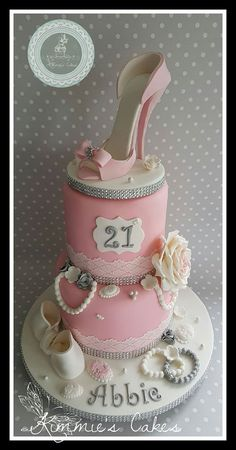 Kim Owen made the shoe on top of this cake using Satin ice gum paste that we sell. We did not blame her for wanting to keep the cake for herself! High Heel Cakes, Shoe Cakes, Purse Cakes, Beautiful Cakes, Amazing Cakes, Diva Cakes, Camo Wedding Cakes, Creative Cake Decorating, Dragon Cakes