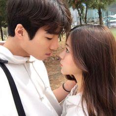 Pinterest: @lavindale97 Cute Love, Couple Pictures, Girl Couple, Sweet Couple, Love Couple, Couple Goals, Couple Posing, Couple Shoot, Korean Ulzzang