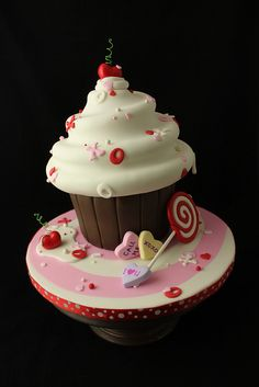 Hugs'n'Kisses Cupcake class by Andrea's SweetCakes, via Flickr