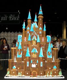 gingerbread castle.. Katie would love making this!!!