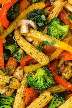 Easy Vegetable Stir Fry, Veg Stir Fry, Vegetable Lo Mein, Asian Stir Fry, Stir Fry Dishes, Tasty Vegetarian Recipes, Vegetable Recipes, Vegetable Dishes, Healthy Recipes