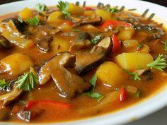 Špek, cibuli a česnek nakrájíme na kousky, brambory na větší kostky a papriky na proužky. Špek vyškvaříme do křupava a přidáme cibuli. Restujeme... Czech Recipes, Ethnic Recipes, No Salt Recipes, Ratatouille, Thai Red Curry, Bacon, Stuffed Mushrooms, Food And Drink, Soup