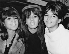 The Ronettes were one of the Girl Groups from the Rock and Roll Era of the early These New Yorkers were Veronica Bennett (Ronnie Spector), her sister Estelle Bennett Vann, and cousin… Girls Group Names, Girl Group, Soul Music, Music Is Life, New York Entertainment, The Ronettes, Ronnie Spector, The Ed Sullivan Show, Bubblegum Pop