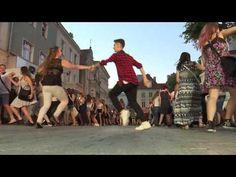 Pielgrzymi ŚDM tańczą Belgijkę