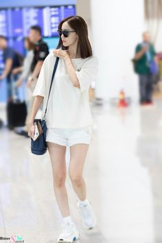 Snsd Airport Fashion, Kpop Fashion, Korean Fashion, Womens Fashion, White Jeans, White Shorts, Yoona Snsd, Airport Style, Girls Generation