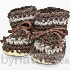 Padraig Wool Slippers are handmade in Canada. Our baby slippers make perfect newborn slippers, infant slippers or babies slippers. Baby Knitted Booties in Canada. Knitted Baby Boots, Knit Baby Booties, Crochet Mittens, Booties Crochet, Crochet Slippers, Baby Sweater Knitting Pattern, Baby Knitting, Bb Shoes, Kids Slippers