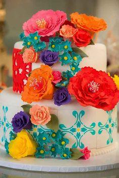 un wedding cake tout en couleur pour un mariage tout en couleurs
