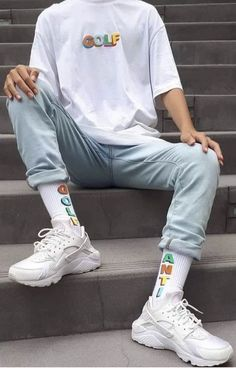 Skater retro fashion aesthetic vans 1990 1980 1970 old retro school style t-shirt daddy shoes big shoes Retro aesthetic skate grunge tshirt Tumblr Outfits, Mode Outfits, Retro Outfits, Stylish Outfits, Vintage Outfits, Skater Outfits, Aesthetic Fashion, Aesthetic Clothes, Look Fashion