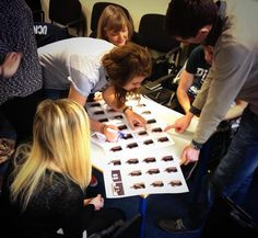 Kardi Somerfield @kardisom 10 Dec 2013  @wewrap_ #AdStudents choosing pictures from last week's photo shoot with @KatieHa80703385