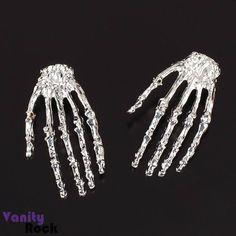 Brinco Mão de Caveira.  Compre Online: www.vanityrock.com.br