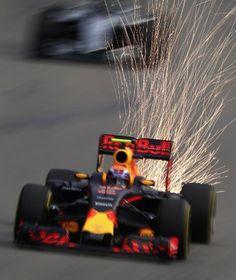 Formel-1-Pilot Max Verstappen versprüht beim Rennen in Singapur Funken