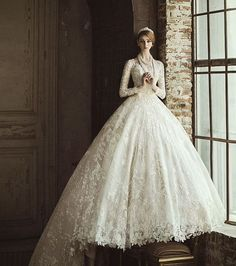 Romantic brides will find this incredibly breathtaking royalty-inspired ball gown from Clara Wedding hard to resist! #weddingdress #wedding #bride #lace #gown #praisewedding