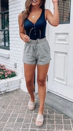 your wardrobe with basic classic pieces and some modern pieces and learned the secret how to feel comfortable in any outfit, you'll be ready to go out every morning. dressed in a stylish chic casual style. Summer Outfits Women, Spring Outfits, Trendy Outfits, Cute Outfits, Fashion Outfits, Casual Summer Outfits Shorts, Look Plus, Outfit Goals, Spring Summer Fashion