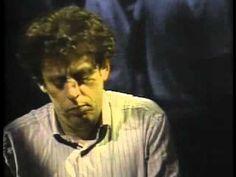 Philip Glass: Piano minimalista tocado lindamente. Também rende lindas trilhas para filmes. Mas use com moderação.