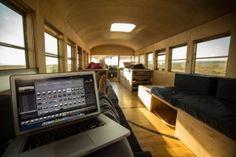 Φοιτητής Αρχιτεκτονικής μετατρέπει σχολικό λεωφορείο σε σπίτι, και γυρίζει όλη την Αμερική.