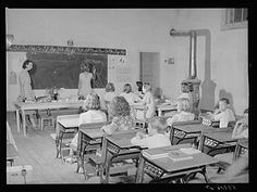 One of the better schoolrooms in the new consolidated school. Old School House, School Days, Old School Pictures, Country School, Vintage School, Historical Pictures, School Classroom, Kentucky, The Past
