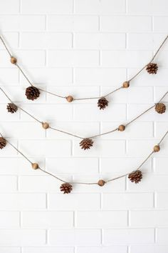 4 Easy Fall Garlands - A Beautiful Mess Paper Leaf Garland— print the template to make your own! Diy Thanksgiving, Thanksgiving Decorations, Christmas Decorations, Christmas Garlands, Fall Banner, Fall Garland, Garland Ideas, Pinecone Garland, Pinecone Decor