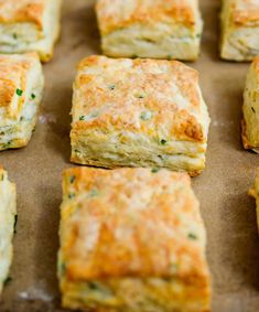 Cheese and garlic squares with thermomix. Here is a delicious recipe for your aperitifs, squares with cheese and garlic, simple to make thermomix. Bread Maker Recipes, Easy Baking Recipes, Ezekiel Bread Recipe Easy, Ezekiel Bread Benefits, Breakfast Bake, Breakfast Recipes, Baking Soda Bath, Cooking Brussel Sprouts, Cooking With Ground Beef