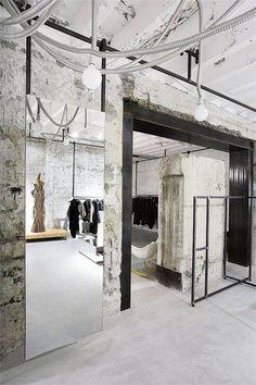 Дизайн магазина женской одежды в стиле лофт Интерьеры В Коммерческих  Помещениях, Дизайн Магазинов, Украшение 8fb3ef1e7cf