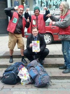 @The Big Issue Simon, Jim, Jim and me (another Jim!) regular coffee mates in Norwich #SteadmanBigIssue pic.twitter.com/udLkCuNEX3