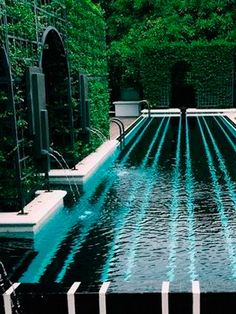 Pool surrounded by tall hedges and greenery. - Dream Homes Pool surrounded by tall hedges and greenery. - Dream Homes Outdoor Pool, Outdoor Spaces, Outdoor Living, Pool Bad, Moderne Pools, Luxury Pools, Dream Pools, Beautiful Pools, Swimming Pool Designs