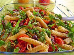Mediterraner Nudelsalat mit Rucola, ein beliebtes Rezept mit Bild aus der Kategorie Raffiniert & preiswert. 73 Bewertungen: Ø 4,8. Tags: einfach, Europa, Gemüse, Italien, Party, raffiniert oder preiswert, Reis- oder Nudelsalat, Salat, Schnell, Sommer, Vegetarisch