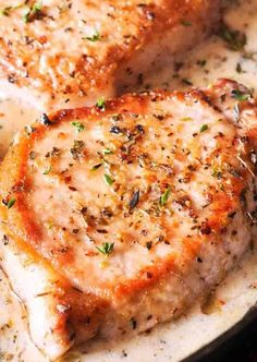Delicious Boneless Pork Chops in Creamy Garlic & Herb Wine Sauce One Skillet dish is low on carbs, easy to prepare and ready in less than Creamy White Wine Sauce, Creamy Garlic Sauce, Best Pork Chop Recipe, Pork Chop Recipes, Gluten Free Pork Chop Recipe, Boneless Pork Chops, Baked Pork Chops, Pork Loin, Pork Ribs