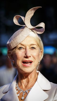 35221cd3a6b Helen Mirren had the perfect headwear at the  Trumbo  Queen Hat